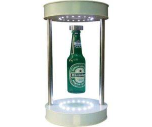 Schwebende Bierflasche